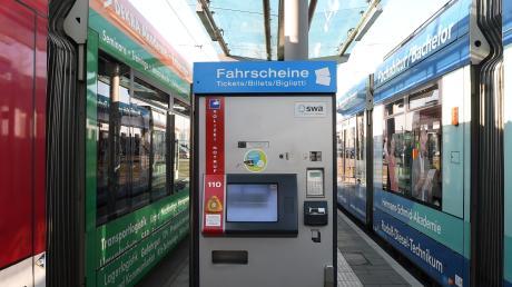 Zum 1. Juli steigen die Preise im Augsburger Verkehrsverbund im Schnitt um knapp fünf Prozent – zum Ärger vieler Fahrgäste. Deshalb ist auch die Debatte um ein günstiges 365-Euro-Jahresticket neu entbrannt.