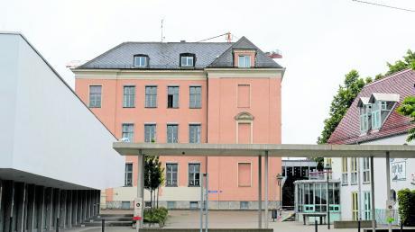 Nicht nur der Altbau der Werner-Egk-Schule wird generalsaniert, sondern auch der dahinterliegende Erweiterungstrakt.