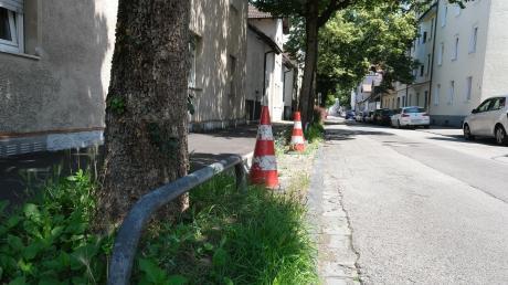 Ein Anwohner der Schützenstraße setzt sich für den Erhalt von Grünstreifen in der Straße ein, andere Bewohner hätten gerne mehr Parkplätze.