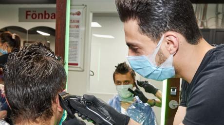 Friseure gehören zu den Branchen, die besonders stark unter der Corona-Krise und der Schließung ihrer Geschäfte litten.