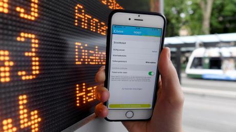 Die Preiserhöhungen im Augsburger Verkehrsverbund sorgen nicht nur bei den Fahrgästen für Unmut. Auch im Stadtrat wurde jetzt heftig darüber gestritten.