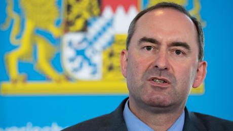 Hubert Aiwanger (Freie Wähler) sieht das Beherbergungsverbot als ein falsches Instrument zur Eindämmung der Infektionen an.