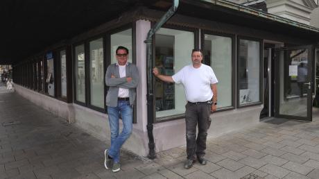 Szenegastronom Harry Winderl (links) präsentiert mit Heino Steinkehr ein neues Konzept für den Laden am Perlachturm.