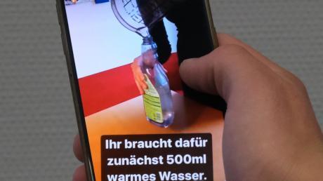 Am Smartphone können sich Schüler als Nachwuchsforscher versuchen.