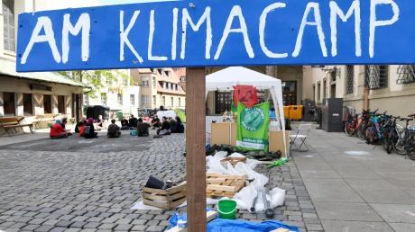Seit einer Woche treffen sich im Klimacamp neben den Rathaus engagierte Klimaschützer. Sie halten dort Workshops ab und planen Aktionen. Das Augsburger Camp fand Nachahmer in ganz Deutschland.