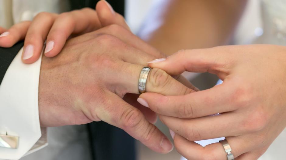 Wegen Corona haben viele Brautpaare ihre Hochzeit 2020 abgesagt. Für das kommende Jahr 2021 befürchten Experten besonders viele Hochzeiten.