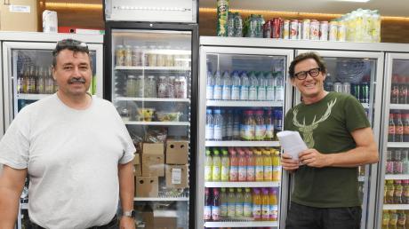 """Heino Steinker (links) hat gemeinsam mit seinem Geschäftspartner Harry Winderl ein neues Konzept für """"Steinker's Perlach Tankstelle"""" entwickelt. Doch die Behörden sehen das skeptisch."""