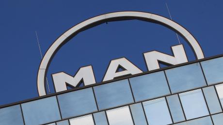 Der Motorenhersteller MAN Energy Solutions will kräftig am Personalbestand schrauben und in Augsburg Stellen abbauen. Auch andere Unternehmen müssen sparen.