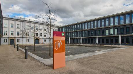 An der Hochschule Augsburg brodelt es hinter den Kulissen. Grund ist die Hochschulkanzlerin, die mit ihrem Arbeitsstil viel Kritik auf sich zieht.