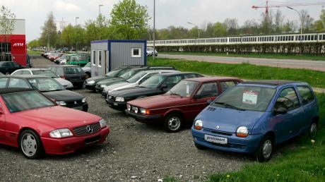 Im Gegensatz zum stationären Gebrauchtwagenhandel fanden sich im Internet Autos im Angebot, die so gar nicht zum Verkauf standen. Hinter den Angeboten steckte ein Betrüger, dem nun der Prozess gemacht wurde.