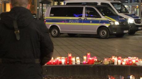 Der gewaltsame Tod eines Mannes am Königsplatz im Dezember hat viele Menschen aufgewühlt – das bekam auch der Augsburger OB zu spüren.
