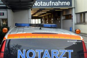 Ein Notarzt wurde in Augsburg zu einem Mann gerufen, fuhr wieder davon und bekam anschließend eine Anzeige.