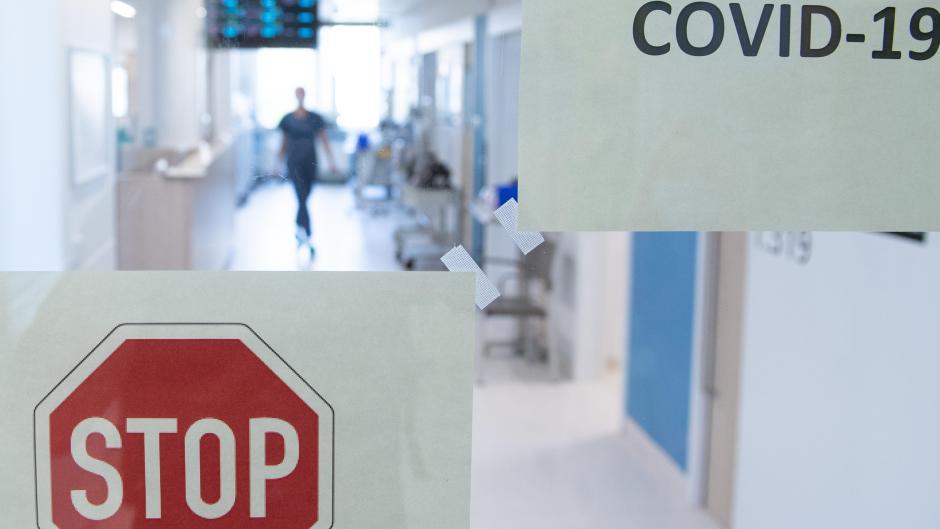 Das Personal im Krankenhaus ist besonders gefordert in Corona-Zeiten. Eine Frau aus der Region hat sich mit dem Virus infiziert. Die Pflegekräfte haben sich sehr um sie bemüht, doch gerade die Isolierung machte ihr psychisch massiv zu schaffen.