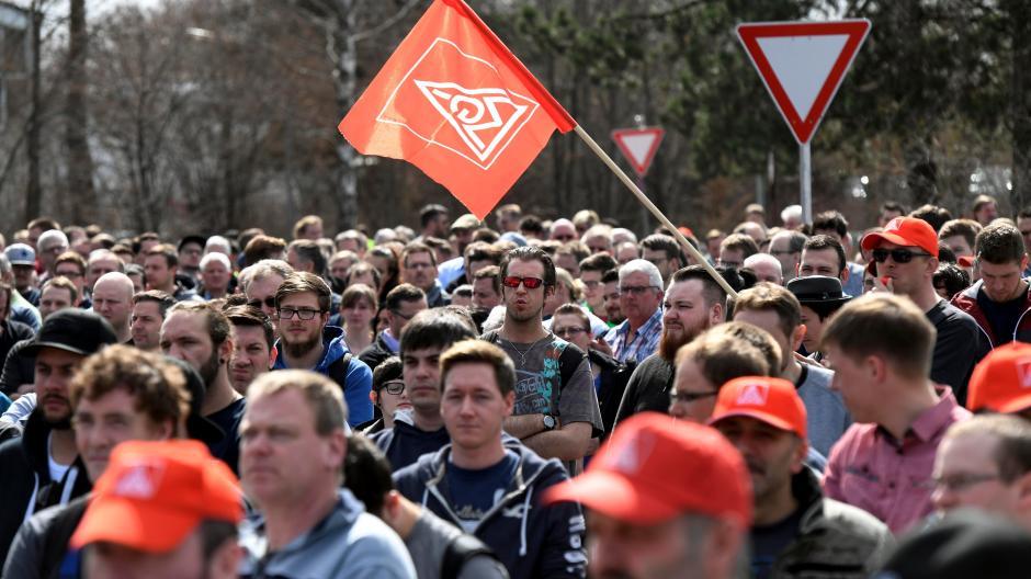 Protest gegen einen geplanten Personalabbau: Im Jahr 2018 gingen die Mitarbeiter von Premium Aerotec auf die Straße.