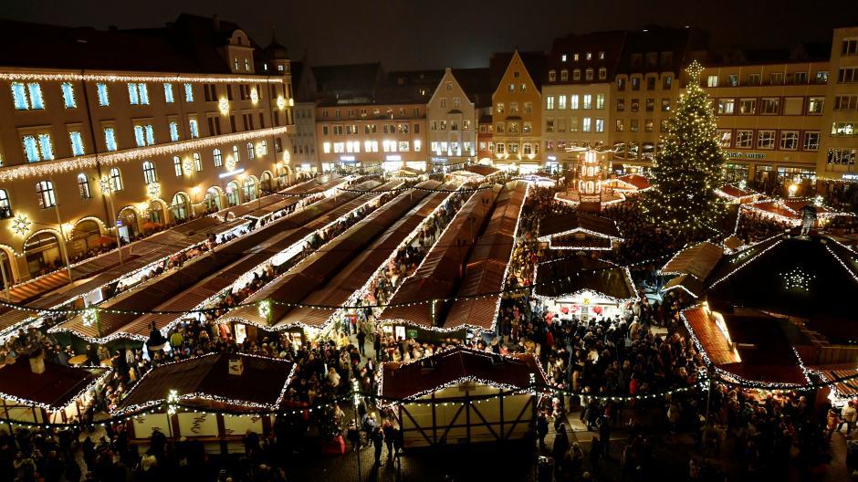Der Augsburger Christkindlesmarkt soll auch dieses Jahr stattfinden. Allerdings gibt es Auflagen, die unter anderem die Glühweinstände betreffen.