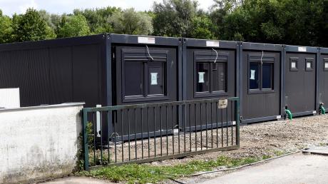 An der Berliner Allee sind zusätzliche Wohncontainer für Asylbewerber eingetroffen.