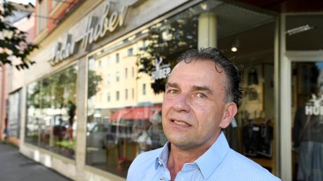 Das Geschäft von Hermann Huber, der in Oberhausen Trachtenmode verkauft, leidet unter dem Wegfall des Plärrers.