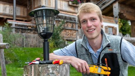 Daniel Vogler aus Hinang ist Jahresbester unter den Elektrikern.