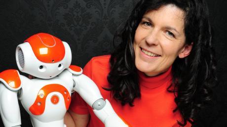 Elisabeth André forscht zum Thema Mensch und Roboter.