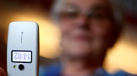 Ein falscher Polizist hat am Telefon versucht, eine 79-jährige Frau aus Adelsried zu überlisten.