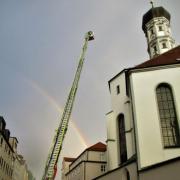 Die Augsburger Berufsfeuerwehr rückte zur Heilig-Kreuz-Kirche aus.