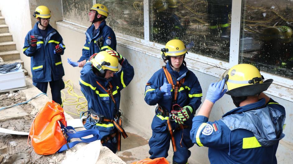 Die Arbeit im Katastrophengebiet ist für die Helfer aus Augsburg nicht ungefährlich.