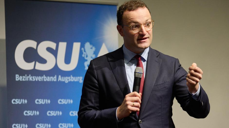 Gesundheitsminister Jens Spahn stellte sich im Haus St. Ulrich in Augsburg den Gesundheitsfragen des Publikums.