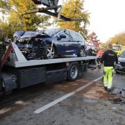 Auf der B17 in Augsburg hat sich zwischen WWK-Arena und Inningen ein Unfall mit mehreren Fahrzeugen ereignet.