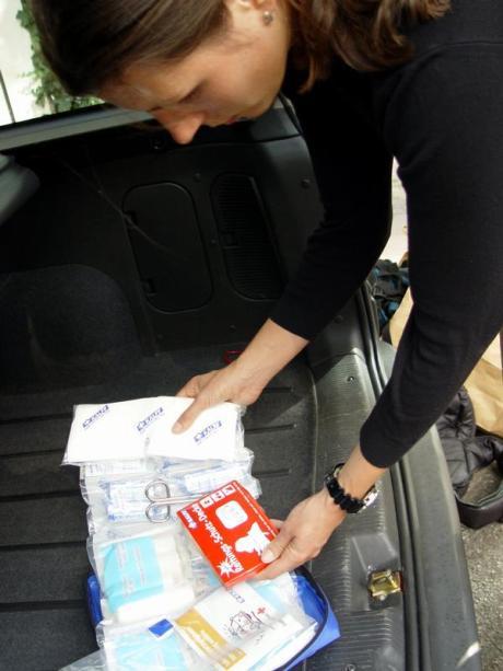 Auto Haltbarkeit Des Verbandskastens Prufen Auto Verkehr