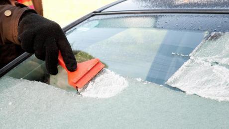 Vorheizen hilft:Um sich lästiges Eiskratzen im Winter zu ersparen, können Autofahrer ihren Wagen mit einer Standheizung nachrüsten.