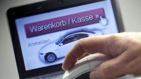 Viel Geld für Autos, die es nie gab. Eine Ehepaar hat sich mit Scheinautohäusern mehr als eine Million Euro ergaunert.