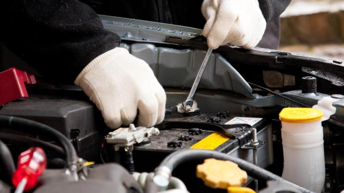 Auto: Frischer Saft fürs Kfz: Defekte Autobatterie selbst ...
