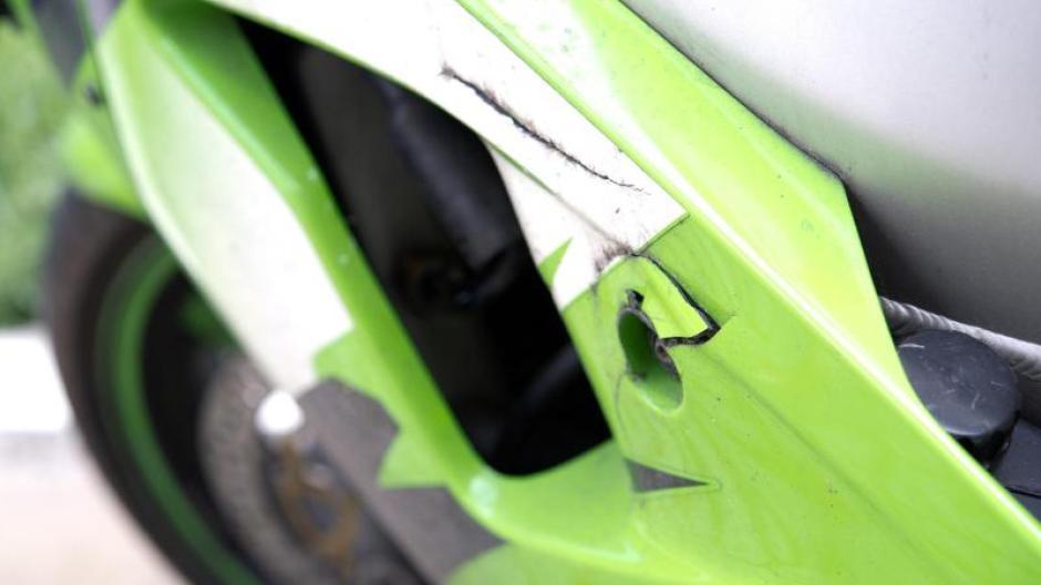 Verkehr: Sprung in der Schüssel: Motorradverkleidung reparieren ...