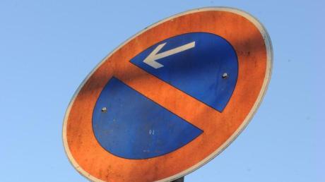 Solche Schilder zeigen ein eingeschränktes Halteverbot an.