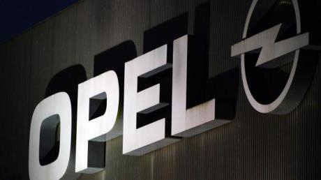 Weil Opel eine angeordnete Servicemaßnahme mit Software-Updates verschleppt hat, will das KBA den Autohersteller nun zum Rückruf von 100.000 Diesel-Fahrzeugen verpflichten.