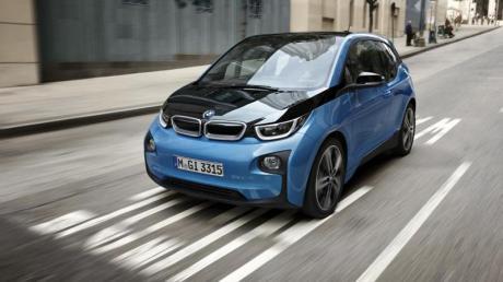 Der BMW i3 verfügt neben dem Elektroantrieb auch über ein Chassis aus Aluminium und eine Karosserie aus Carbon, weswegen ihm Experten eine jahrzehntelange Haltbarkeit prognostizieren. Foto: BMW AG/dpa-tmn