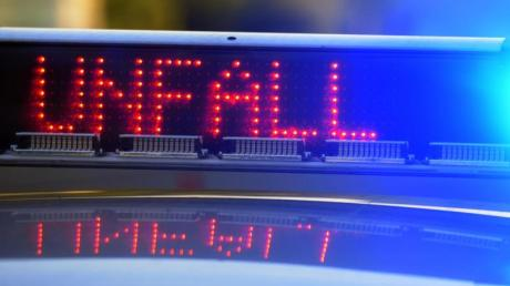 Ein Motorradfahrer wurde bei einem Unfall in Dollnstein schwer verletzt.