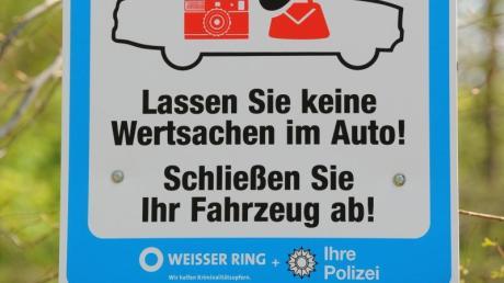 Unbekannte haben am Wochenende Autos in Augsburg aufgebrochen.