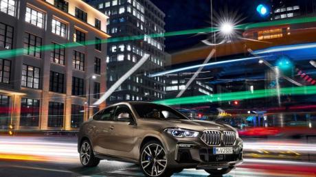 Lichtspiele: BMW lässt das SUV-Coupé X6 bereits in dritter Generation vorfahren. Erstmals ist jetzt auf Wunsch auch die für den Hersteller typische Niere beleuchtbar. Foto: Günter Schmied/BMW Group/dpa-tmn