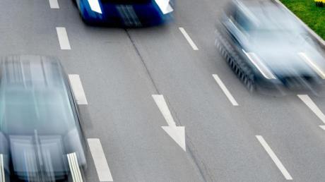 Städte und Gemeinden dürfen Tempokontrollen nicht Firmen überlassen - sonst sind die Knöllchen unter Umständen ungültig. Foto: Patrick Pleul/dpa-Zentralbild/dpa-tmn