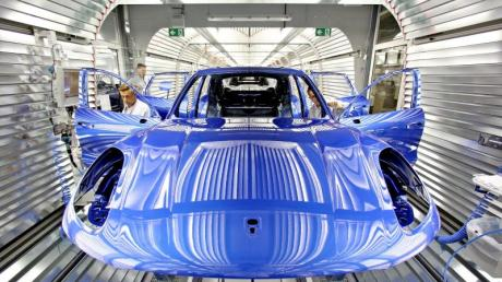 Blau gilt als sportlich und technisch gleichermaßen und ist aktuell eine der beliebteren Autofarben. F.