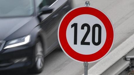 Auf der A8 zwischen Friedberg und Neusäß gilt bald Tempo-120.