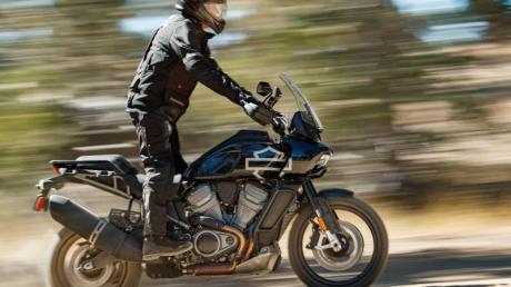 Eher unbekanntes Terrain für eine Harley: Mit dem Modell Pan America bietet der US-Motorradbauer nun eine große Reise-Enduro an.