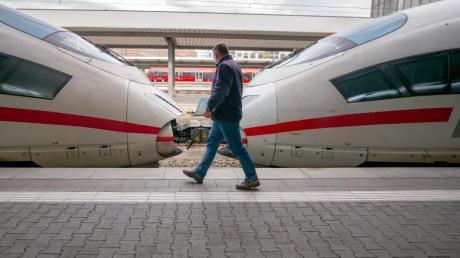 Schon zum Neujahrstag könnten Fahrkarten sogar zehn Prozent billiger werden - sofern Bundestag und Bundesrat vor Weihnachten die Mehrwertsteuer senken.