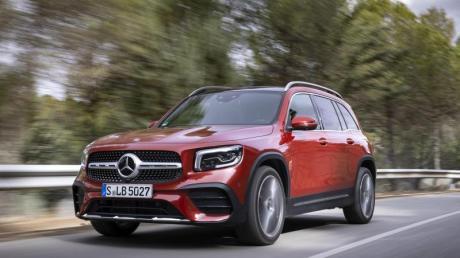 A-Klasse im SUV-Look: Eine bullige Front und erhöhte Bodenfreiheit machen den Mercedes GLB zu einem trendigen Familienauto.