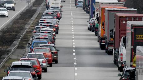 Schon bei stockendem Verkehr muss die Rettungsgasse gebildet werden.