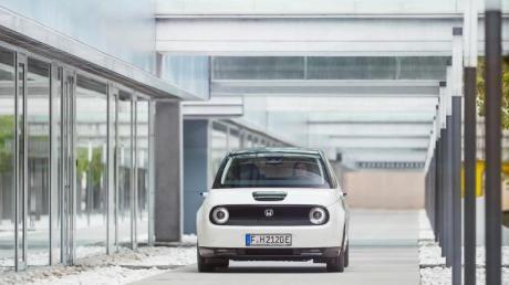 Mit runden Scheinwerfern und klarer Form: Sein Elektroauto E schickt Honda im Mai zu den Händlern.