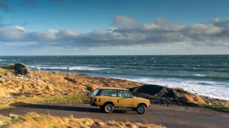 Lieber nicht zu schnell: In engeren Kurven erinnert der erste Range Rover an ein wankendes Schiff auf hoher See.