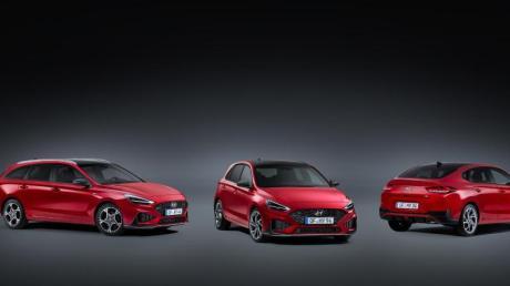 Kompaktes Trio: Hyundai hat sein Kompaktmodell i30 aufgefrischt. Die hier gezeigte sportliche Ausstattung N Line gibt es erstmals auch für Kombi (l-r), Fünftürer und Fließheck.