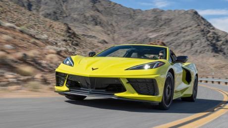 Die größte Neuerung bei der Corvette: Statt vorn im Bug steckt der Motor jetzt direkt hinter den Sitzen.